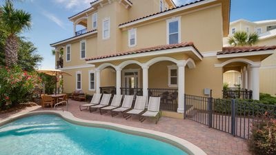 Gorgeous Designer Decor Home, Private Pool,1 block to Beach, Gated Community!