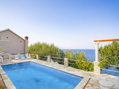 Photo for This 4-bedroom villa for up to 10 guests is located in Prigradica and has a private swimming pool, a