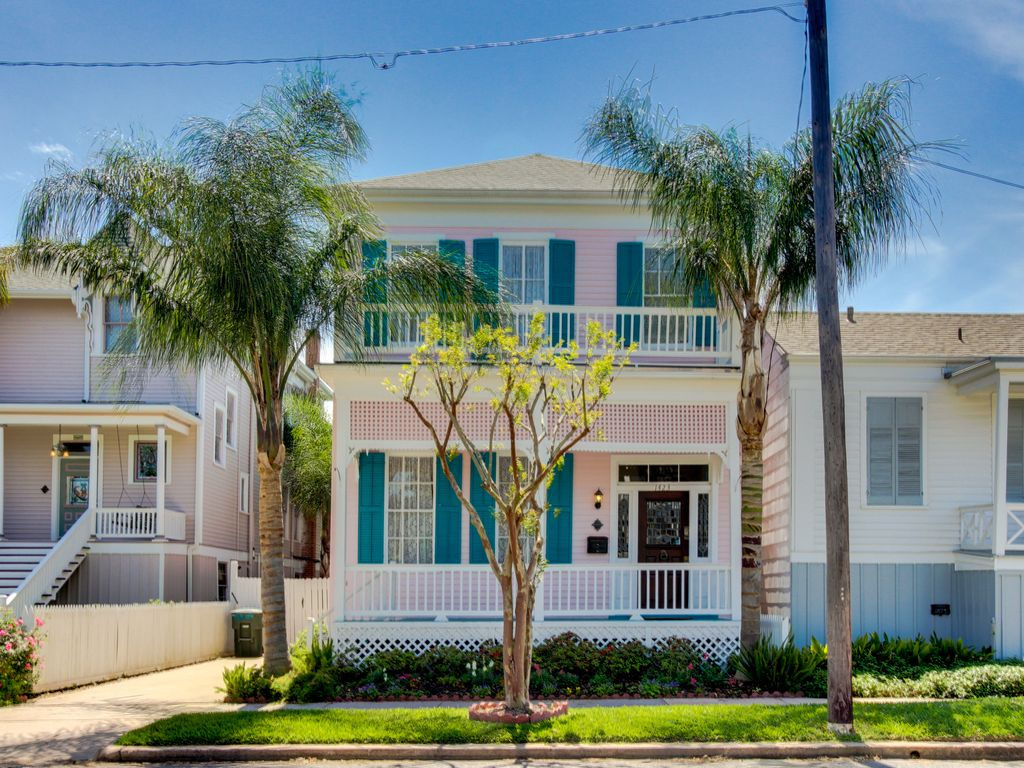 East End Historic District Victorian Home With A Freplace, Patio, And Grill!