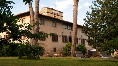 Photo for Stay, think and relax. 15' drive from Pisa, Lucca and the beach. Extended layout