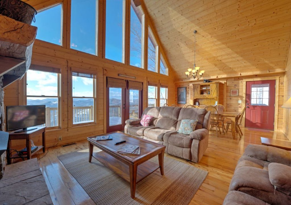 Black Bear Lodge at Scenic Wolf Resort ~ RA159471