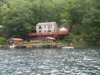 Great Spacious cottage on the lake!