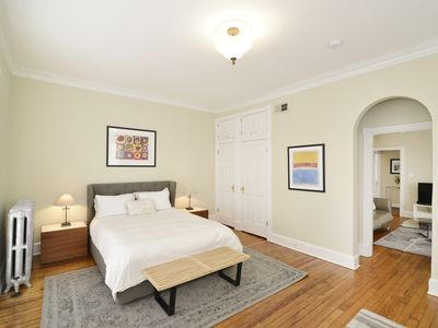 Sunfilled Georgetown Penthouse Apartment In Classic Townhouse