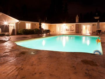 5 acres of fun and relaxation with pool, tennis court, in the heart of Kelowna