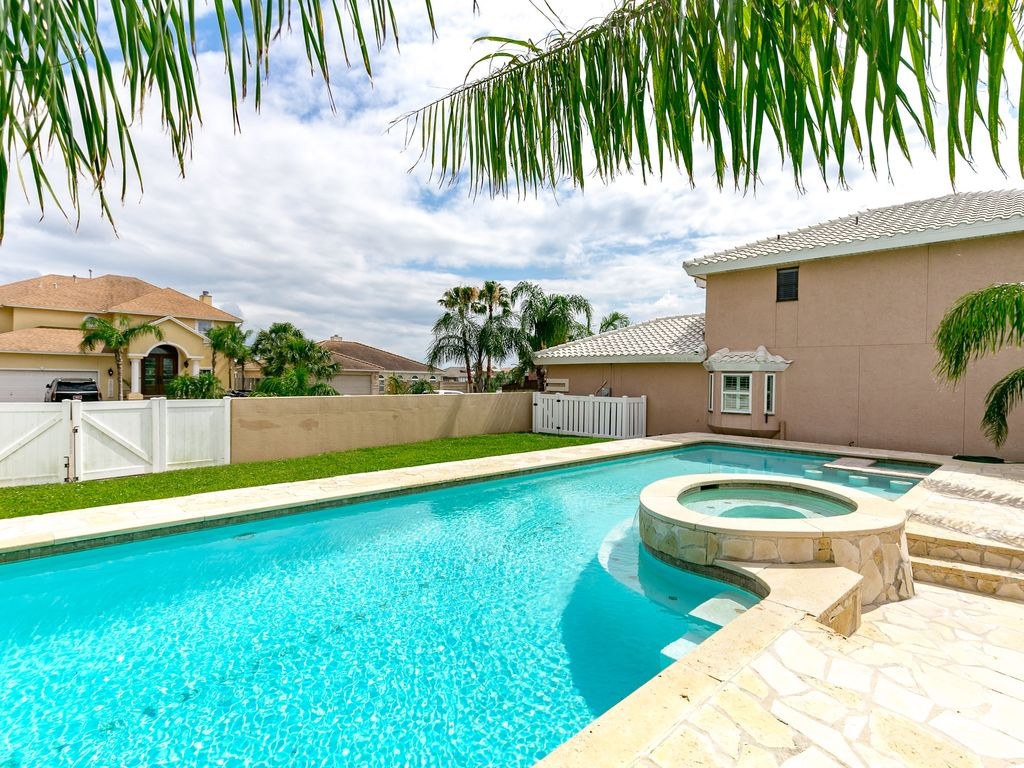 Show virtual tour canal kitchen living room pool - Pool A Sparkling Swimming Pool Under The Palms Balcony Two Levels Of Outdoor Living Space And Canal