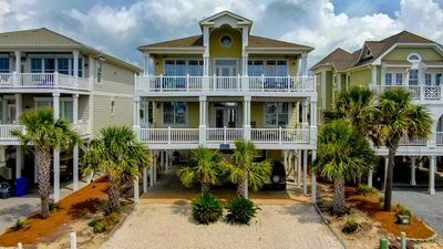 Breathe Taking 5 Bed/6Bath Private Pool.1 minute walk to the beach.