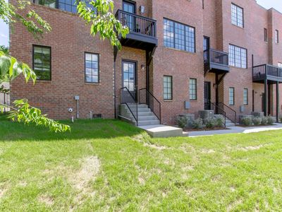 BRAND NEW ★ HUGE DOWNTOWN TOWNHOME ★ 7 BEDS