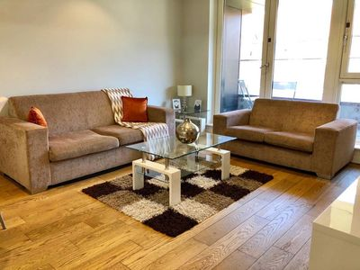 Photo for Chic2bed sleeps 6 in Shoreditch 10 mins to tube