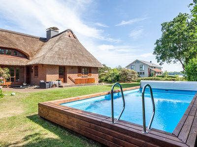 Photo for Comfortable holiday home with pool, sauna, fireplace, garden and lake view!