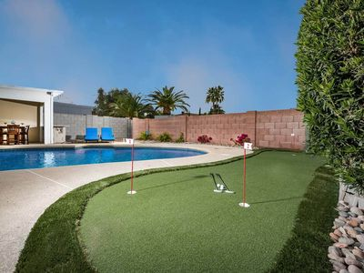 Mid-century modern gem with private pool and pool table/Ping-Pong table!