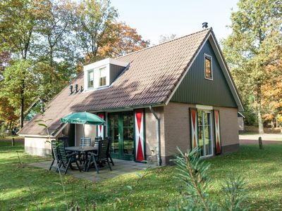 Photo for Luxury 8-person bungalow in the holiday park Landal Coldenhove - in the woods/woodland setting