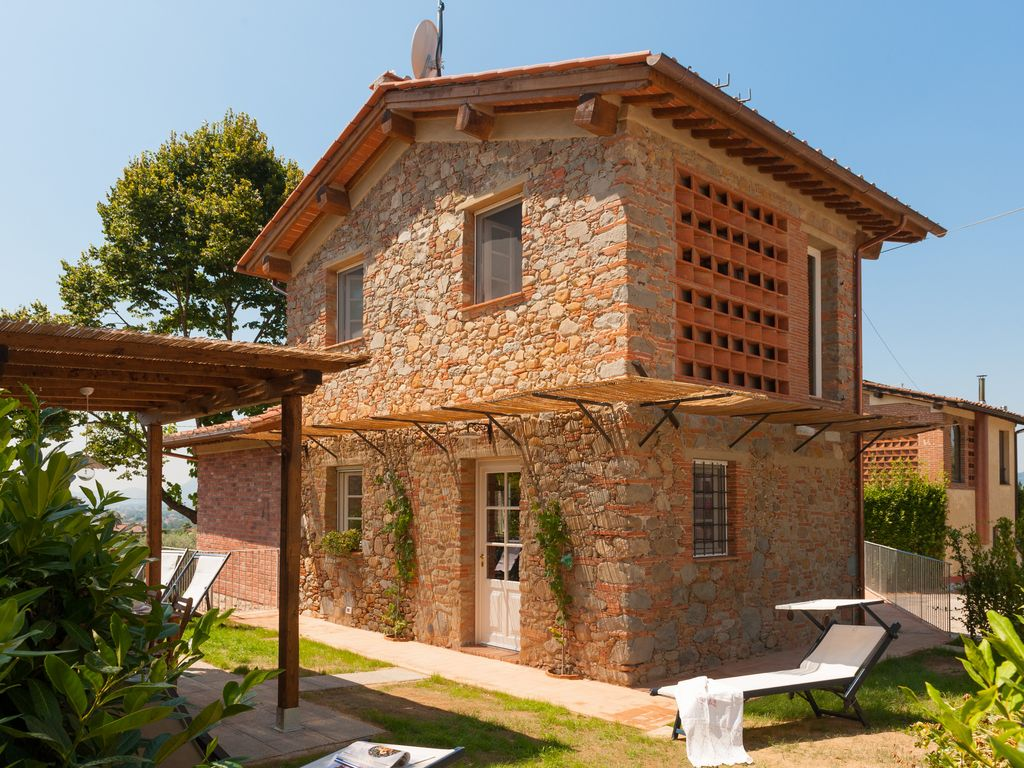 Typical tuscan house with garden views of lucca air - Casas rusticas con jardin ...