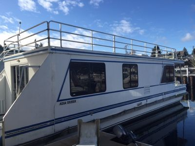 2 bedroom houseboat available in Gig Harbor for rent.