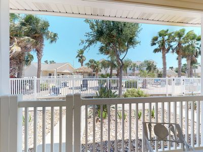 Photo for Palm Bay townhouse w/shared pool, patio, close to Schlitterbahn & beach- dogs ok