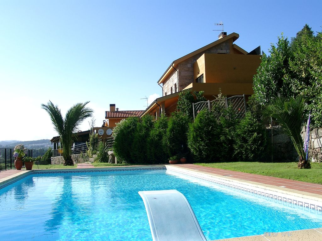 Spacious Villa Private POOL Diving Board Veranda BBQ Internet Games Room -  Penafiel