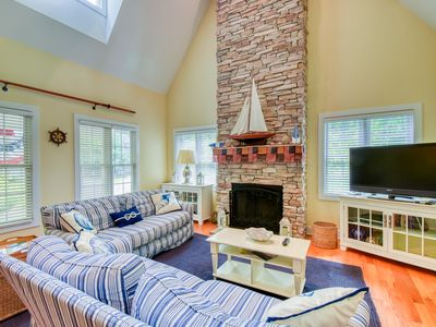Photo for Light House - Fireplace, screened in porch, & shared pool!