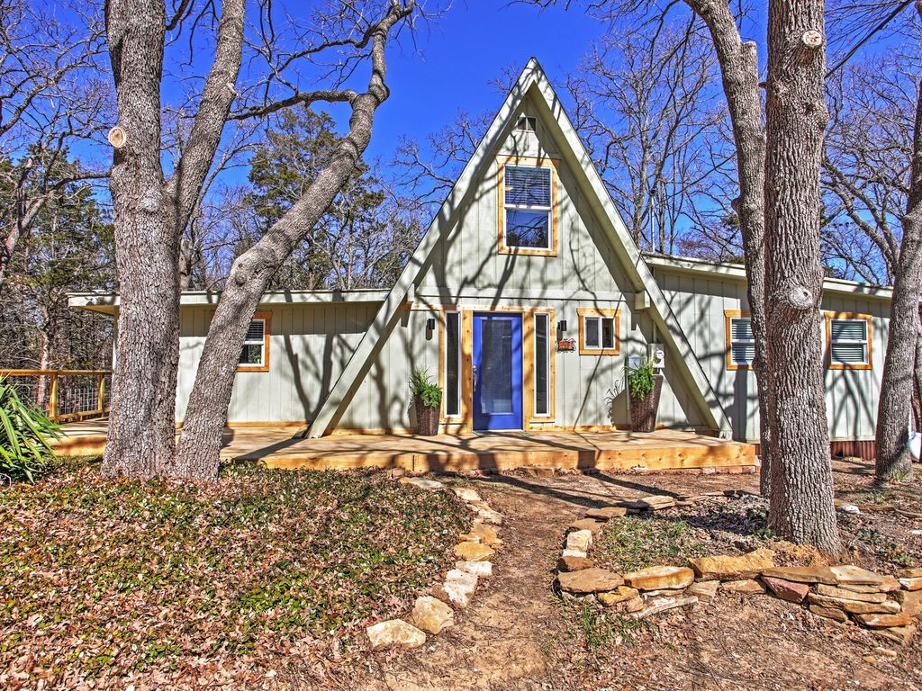 Remodeled 3br pottsboro house on lake texom homeaway for Lake texoma cabins with hot tub