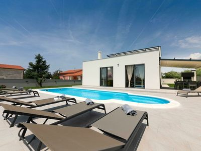 Photo for Spacious Villa in Pula Istria with Swimming Pool