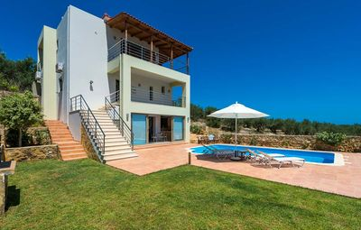 Photo for 4-Bedroom Villa Relaxation With Private Pool