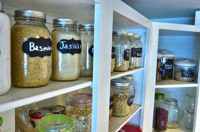 We provide many of the basic kitchen and breakfast essentials .
