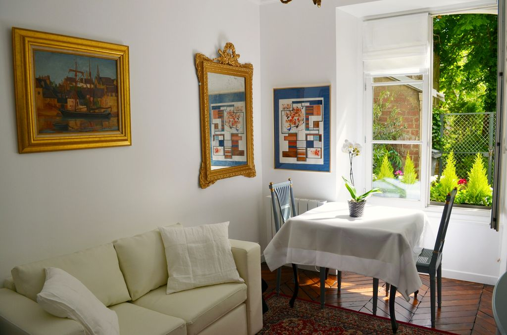 Chic French Style Apartment In Versailles With Garden Patio Close To Palace