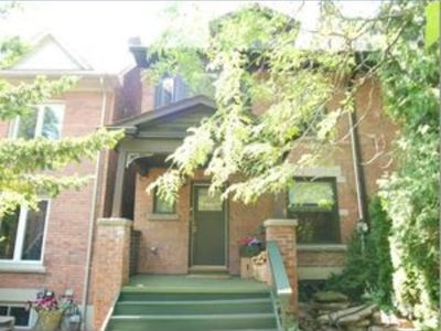 Photo for Beautiful 3 bedroom home with parking in Prime Riverdale