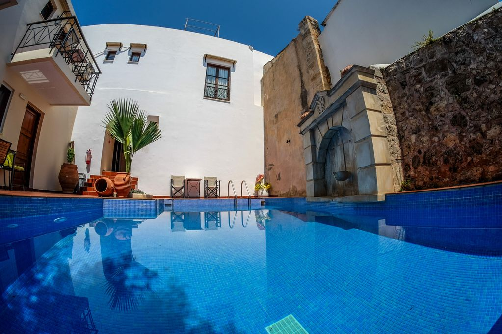 Color-Filled IRIS apartment, Pool view, close to Rethymno ...