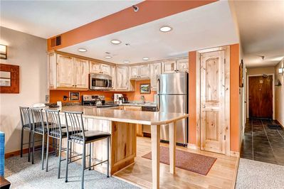 Breakfast bar seating 4 full kitchen - Park City Lodging-Powder Pointe 201B