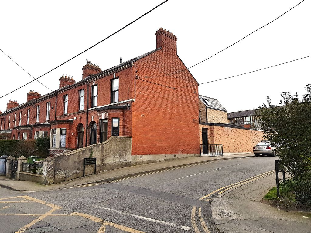 Beautifully Renovated Victorian Period Residence - Overlooks River Liffey