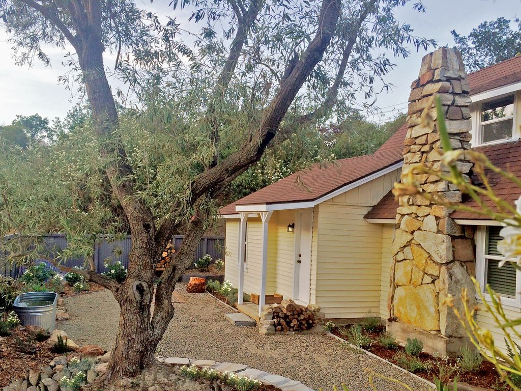 Chic Historic Cottage in the Heart of 3 Riv... - VRBO
