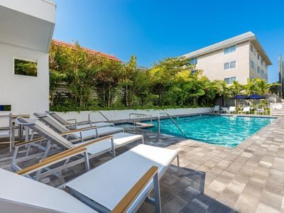 Photo for Affinity Seabreeze - Trilevel Townhome, Walk To Cafes And Beach