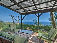 Quiet country retreat with a spectacular view of the ocean!