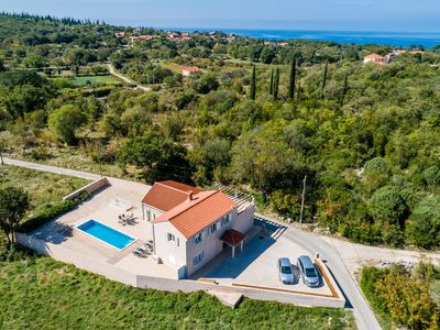 Photo for Family-friendly villa with pool in a quiet village close to the cleanest beaches