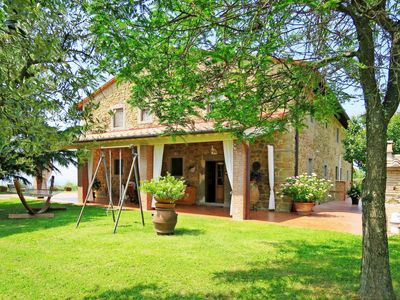 Photo for 3 bedroom Villa, sleeps 8 in Capraia e Limite with Pool