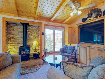 Photo for Cozy penthouse, walk to lifts! Terrific views, shared pool, and hot tub.