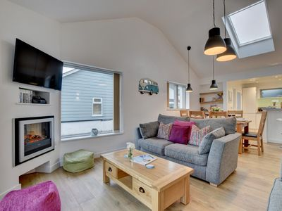 Photo for Pipedream - Three Bedroom House, Sleeps 5