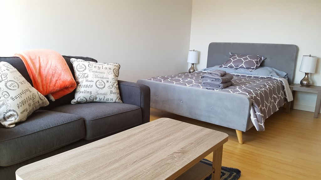 modern studio in west la area with balcony and parking westwood los