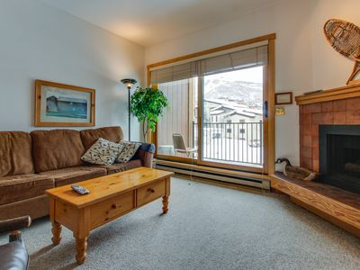 Photo for Ski-in/ski-out efficiency condo with community pool & hot tub!