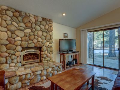 Photo for 4 Pine Ridge - Bright & Remodeled, Close to Ft Rock Park, SHARC Passes, Hot Tub, Bikes