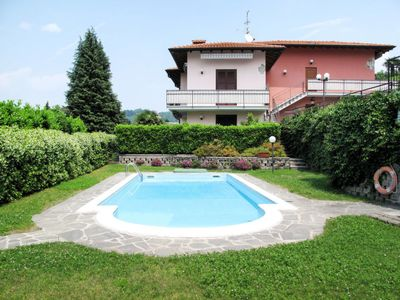 Photo for One bedroom Apartment, sleeps 5 with Pool and Walk to Beach & Shops