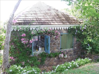 Delightful Garden Hideaway with Lovely Views Over the Bay