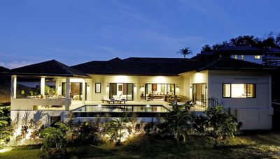 Sapphire Villa with private pool, indoor and outdoor dining, large sundeck, a perfect family home