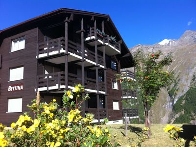 Photo for Saas Fee - Spacious chalet apartment with outstanding views and quiet location.