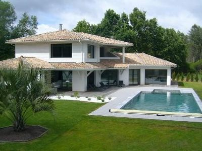 Photo for Luxury villa, heated pool, spatieuses, bright, between forest and ocean