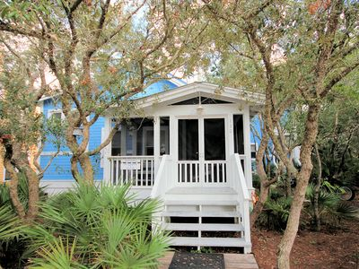 "Photo for In Seaside Proper ""Son Worshipers"" is a 3 bedroom/ 3 bath oasis! Sleeps 8"