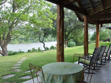 Lake Austin Guesthouse -- Family Friendly Retreat -- Saltwater Pool