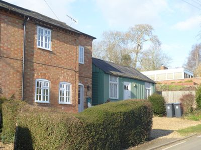 Photo for Cosy cottage with Wi Fi close to Stratford on Avon and the Cotswolds
