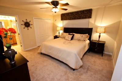 Huge King Master with ensuite and TV