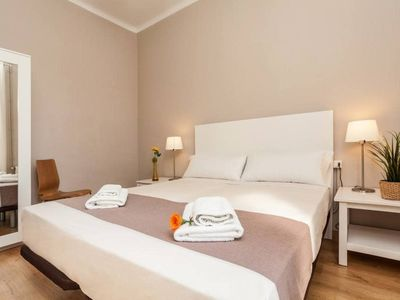Photo for Apartment SF D - 3 bedrooms 6 pax - 300 meters from Sagrada Familia - FREE WIFI