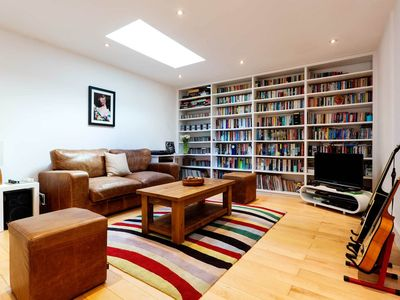 Photo for Lovely 4 bedroom home in calming Putney. Nice outdoor space with BBQ (Veeve)